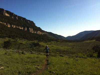 person-running-in-the-mountains-400